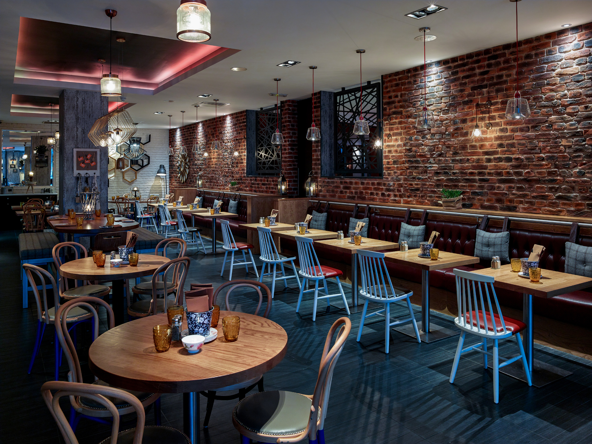 London-Brick-Multi-And-White-In-Restaurant-Of-Hotel-Near-Tower-Bridge-London (5)
