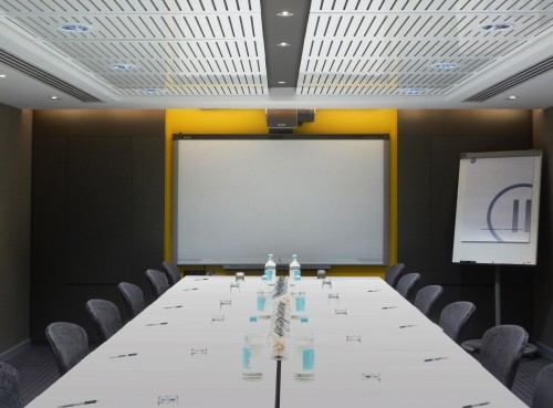 Pinstripe-Finished-In-Gloss-White-For-Multiple-Meeting-Room-Ceilings-In-London-Hotel (7)